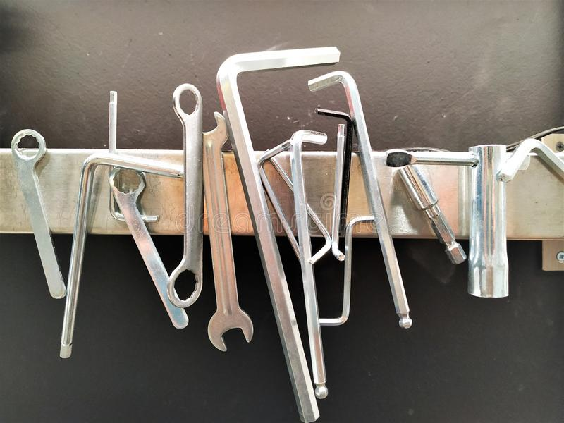 Hulpmiddelen van staal, zilveren kleur, voor het werk in productie royalty-vrije stock foto's