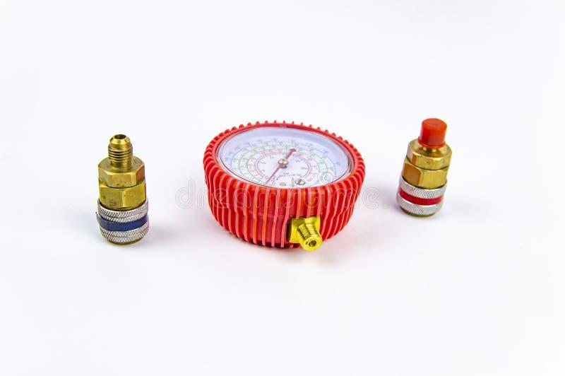 Hulpmiddelen voor de reparatie van autoairconditioners - drukmaat en koppeling royalty-vrije stock afbeeldingen