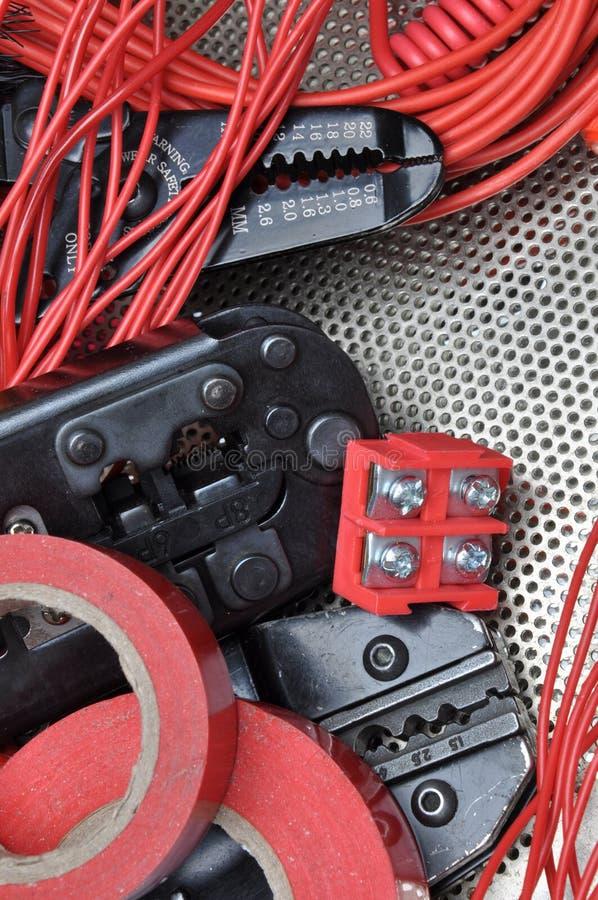 Hulpmiddelen voor elektricienscrimpers en toebehoren stock foto