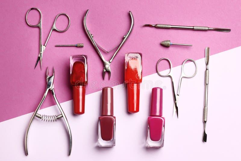 Hulpmiddelen voor manicure en nagellak stock foto's