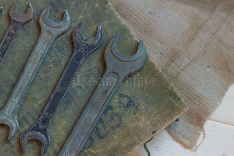 Hulpmiddelen voor reparatie, een reeks sleutels voor loodgieterswerk royalty-vrije stock fotografie