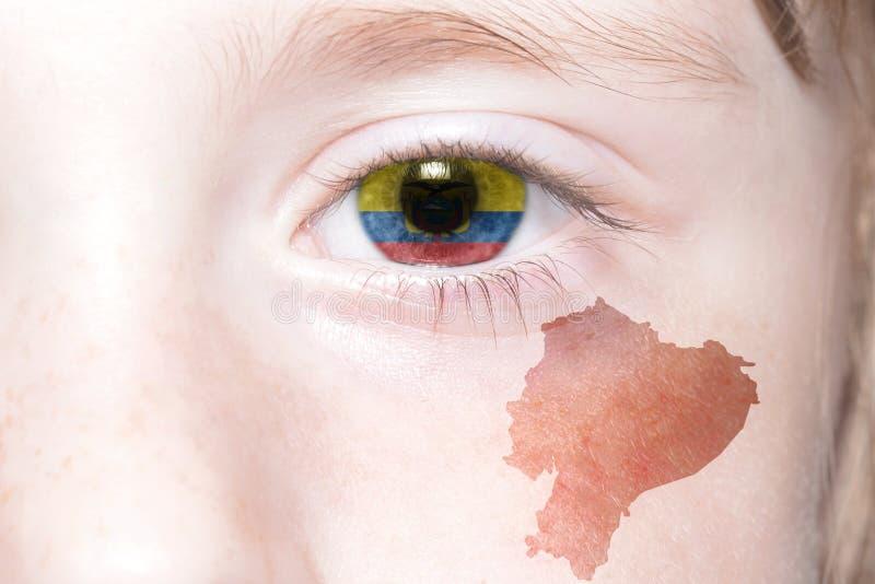Human& x27 ; visage de s avec le drapeau national et la carte de l'Equateur photographie stock
