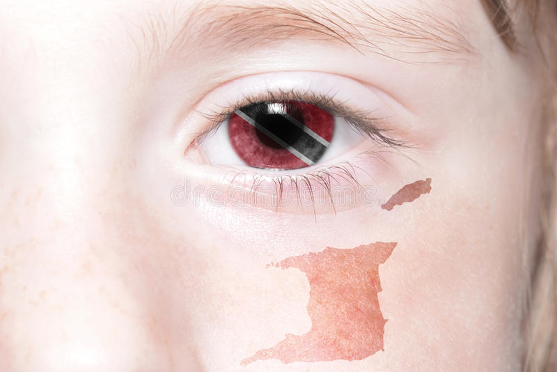 Human& x27 ; visage de s avec le drapeau national et la carte des Trinité-et-Tabago image libre de droits