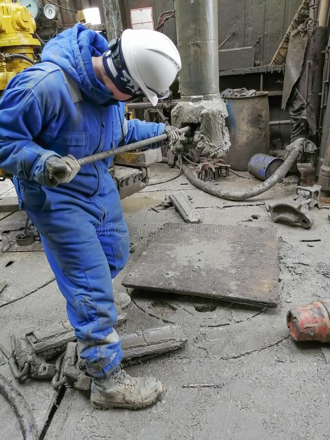 Free Human Work While Drilling An Oil And Gas Well. Stock Photos - 190827173