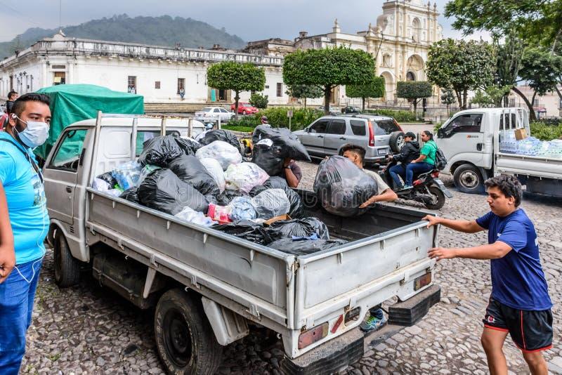 Humanitaire hulp na Fuego-vulkaanuitbarsting, Antigua, Guatemal stock foto
