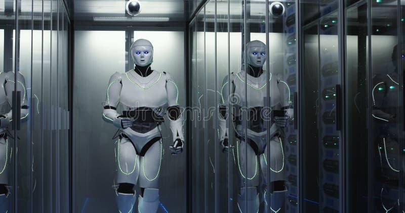 Humanoid Roboter, der durch ein Rechenzentrum geht stockbilder