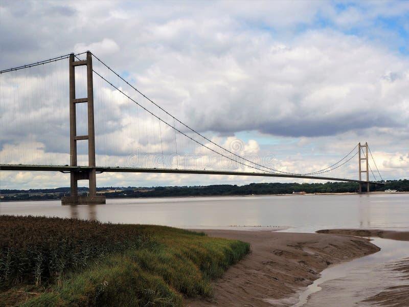 Humber-Brücke vom Südufer der Humber-Mündung lizenzfreie stockbilder