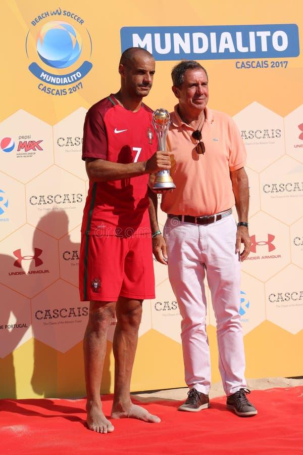 Humberto Coelho, vício-presidente a Dinamarca FPF e Madjer - Team Carcavelos 2017 Portugal imagens de stock