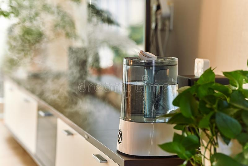 Humidificateur frais ultrasonique de brume photos libres de droits