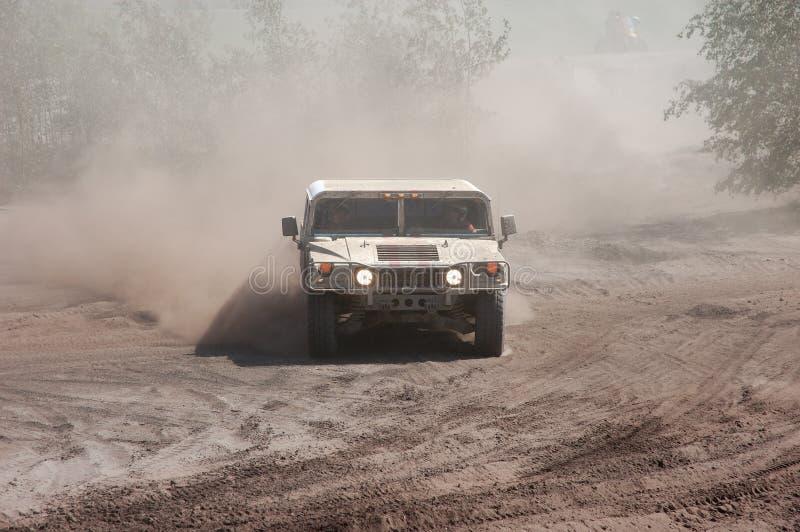 Hummer in einem nicht für den Straßenverkehr Rennen stockbild