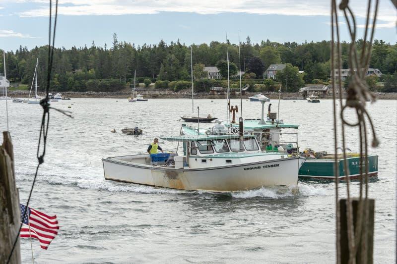 Hummerfartyg grundar mjuk och ganska jungfru- bortgång i port arkivbilder