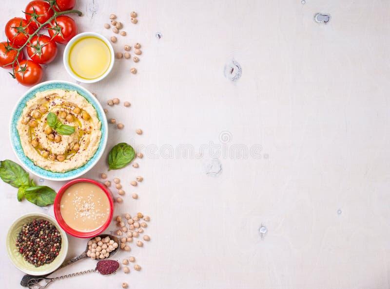 Hummus白色背景 免版税库存图片