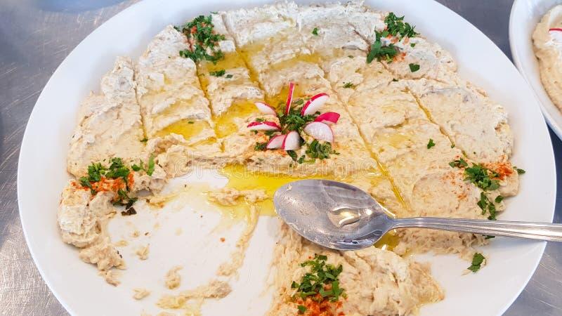 Hummus, типичное блюдо ливанской кухни Sidon, Ливан стоковые изображения rf