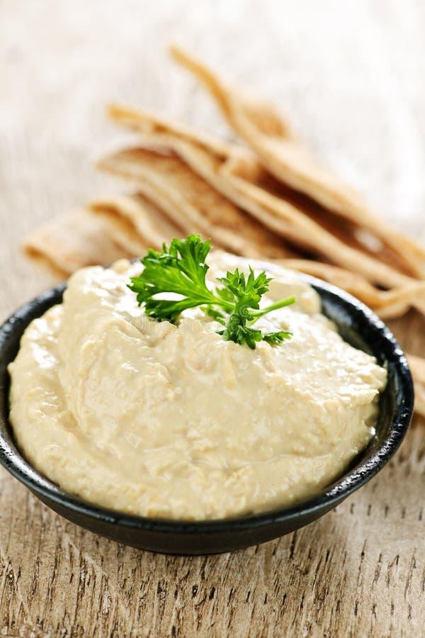 Hummus avec du pain de pita photographie stock