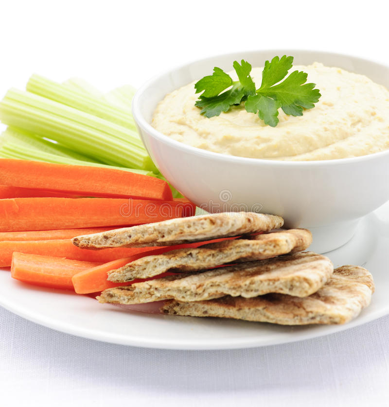 Hummus avec du pain et des légumes de pita image libre de droits