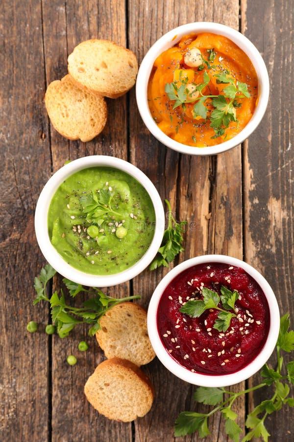 Hummus-Badschüssel lizenzfreie stockfotos