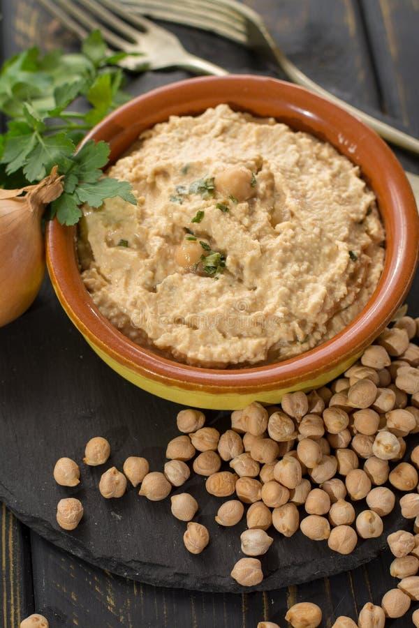 Hummus, codzienni posiłki w Izrael zrobił od chickpeas i ingredi obraz stock