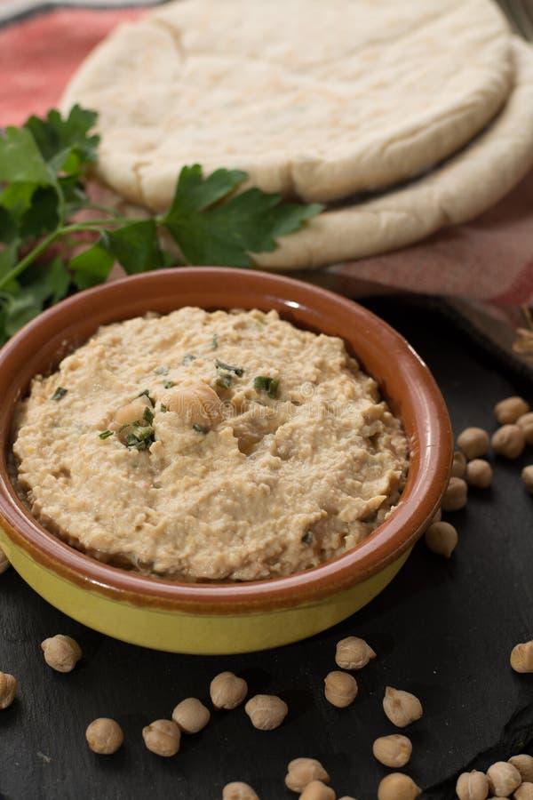 Hummus, codzienni posiłki w Izrael zrobił od chickpeas i ingredi zdjęcie royalty free