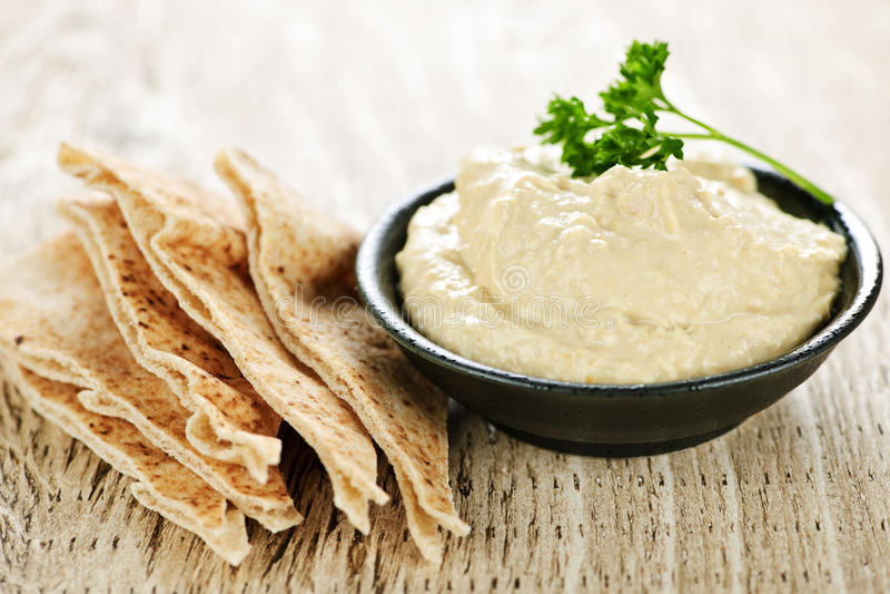Hummus com pão do pita fotografia de stock