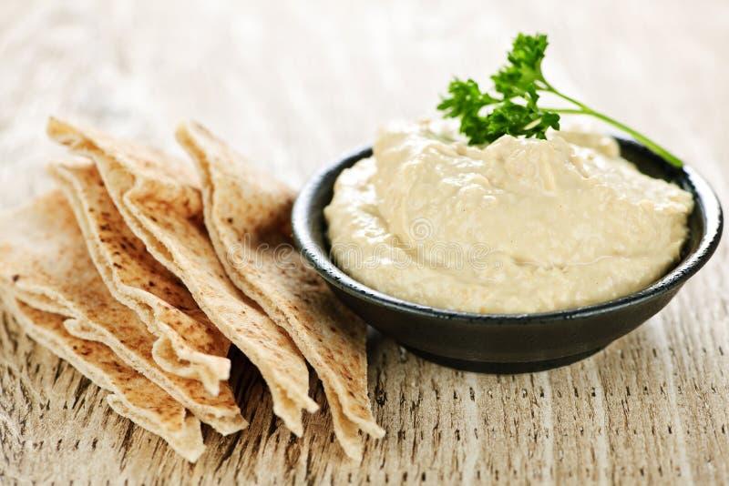 Hummus con pan del pita fotografía de archivo