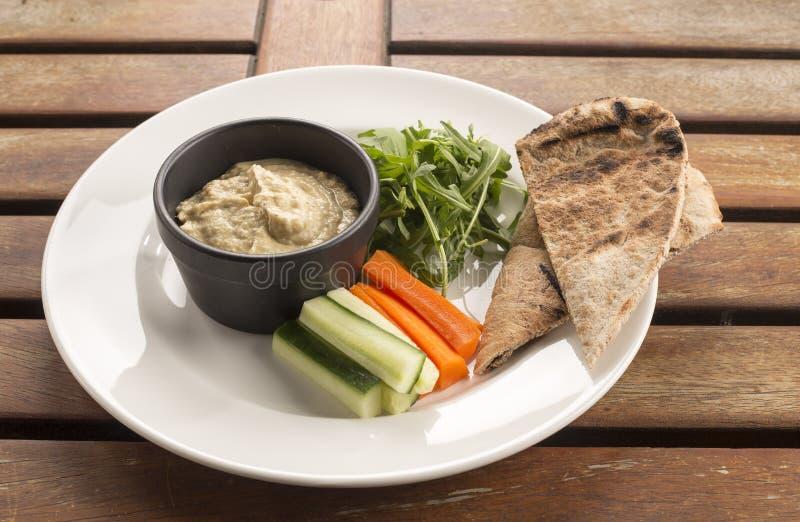 Hummus & crudités stock afbeelding