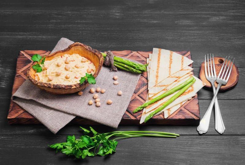 hummus de la coliflor del vegano imagenes de archivo