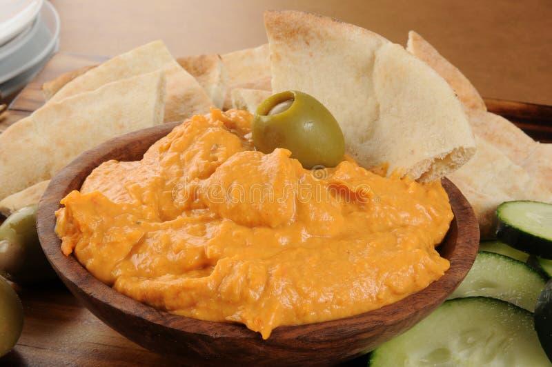 Hummus de la pimienta roja imagen de archivo