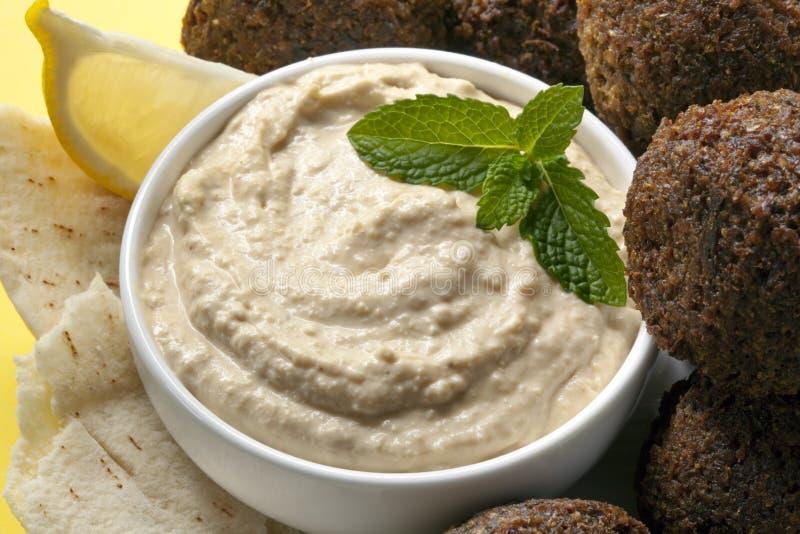 Hummus en Falafel stock afbeeldingen