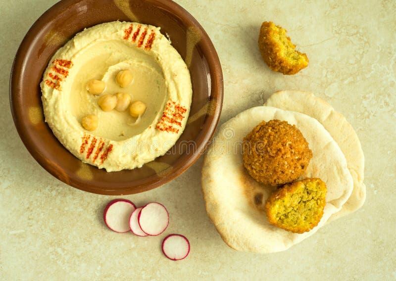 Hummus en falafel royalty-vrije stock afbeeldingen