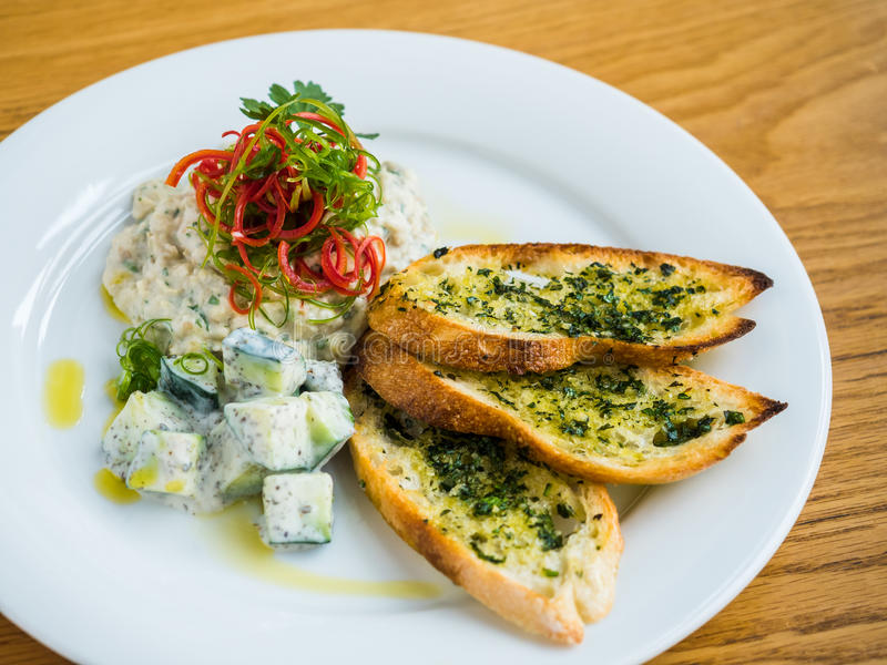 hummus with garlic bread royalty free stock image