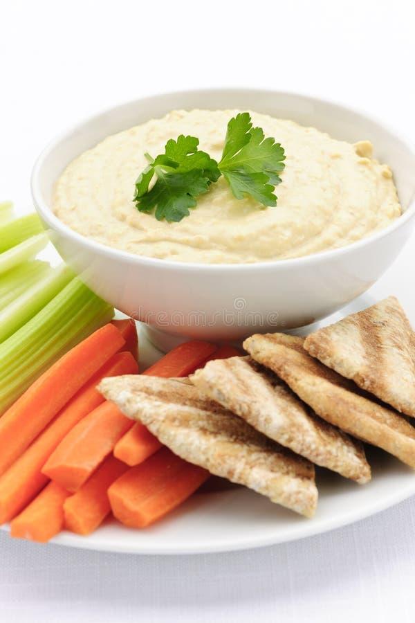 Hummus met pitabroodje en groenten stock fotografie