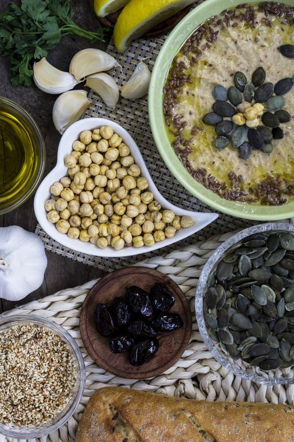 Hummusingrediënten De keuken van het Middenoosten Gezond voedsel Homema royalty-vrije stock afbeelding