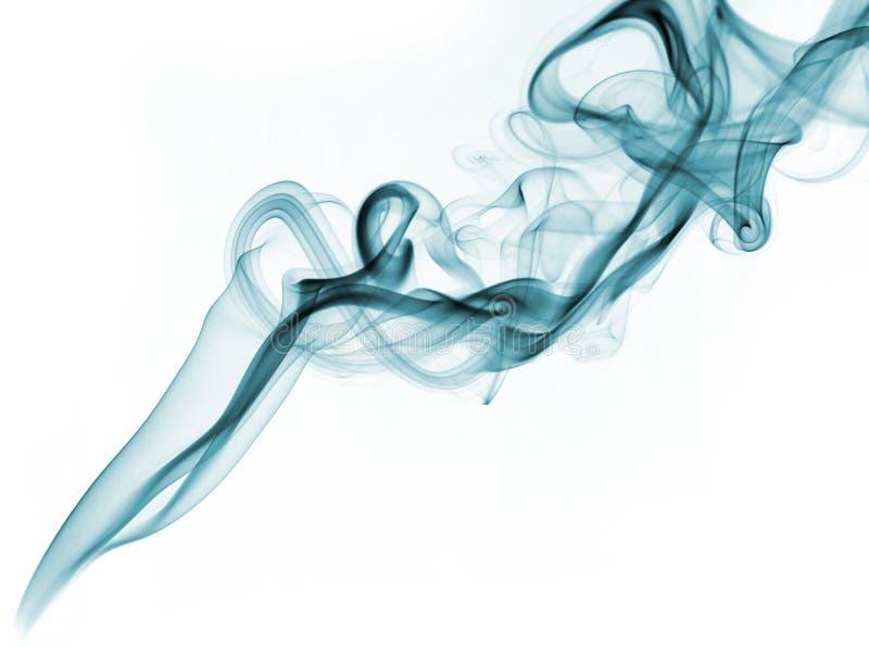 Humo abstracto verde de los palillos aromáticos en un fondo blanco libre illustration