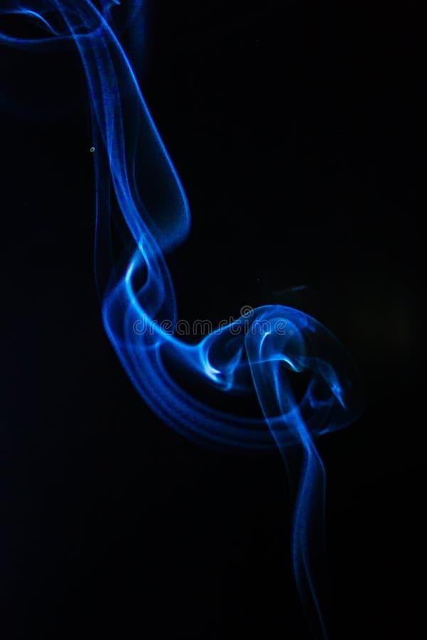Humo azul imagenes de archivo