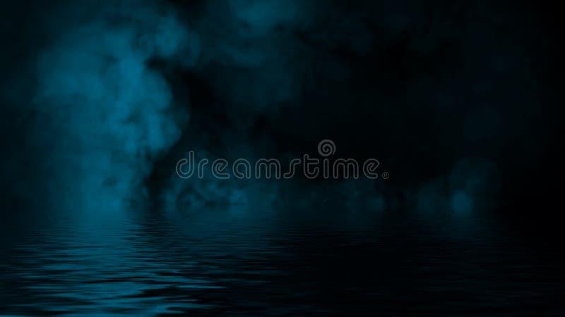 Humo azul con la reflexi?n en agua La textura de la niebla del misterio sobrepone el fondo Elemento del dise?o fotos de archivo
