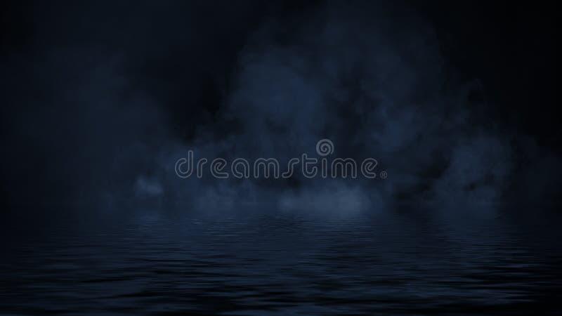 Humo azul con la reflexi?n en agua La textura de la niebla del misterio sobrepone el fondo fotos de archivo libres de regalías