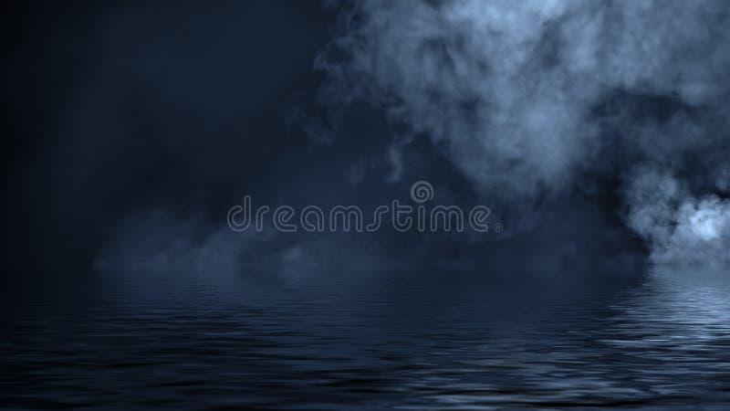 Humo azul con la reflexi?n en agua La textura de la niebla del misterio sobrepone el fondo fotografía de archivo