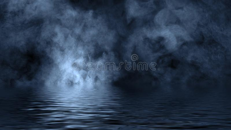 Humo azul con la reflexi?n en agua La textura de la niebla del misterio sobrepone el fondo foto de archivo