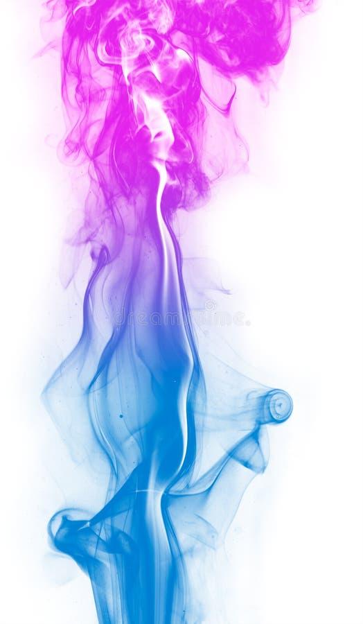 Humo colorido de la fantasía en el fondo blanco foto de archivo
