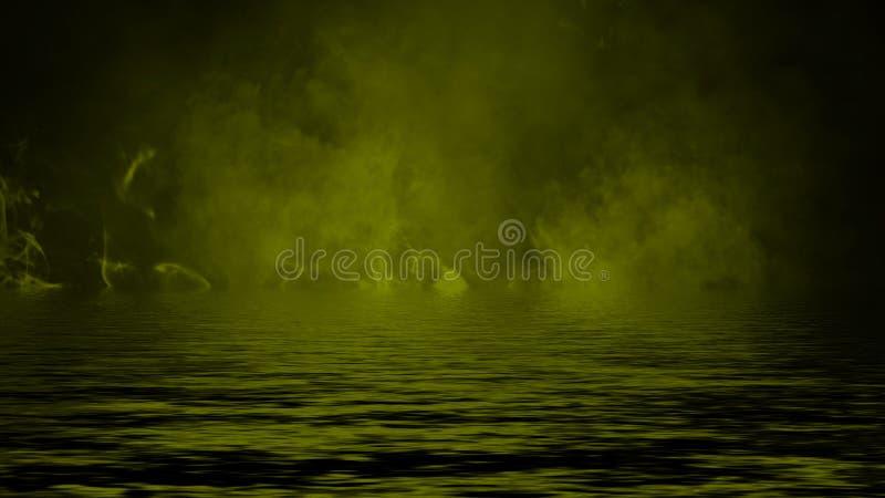 Humo con la reflexi?n en agua La textura amarilla de la niebla del misterio sobrepone el elemento del dise?o del fondo fotografía de archivo