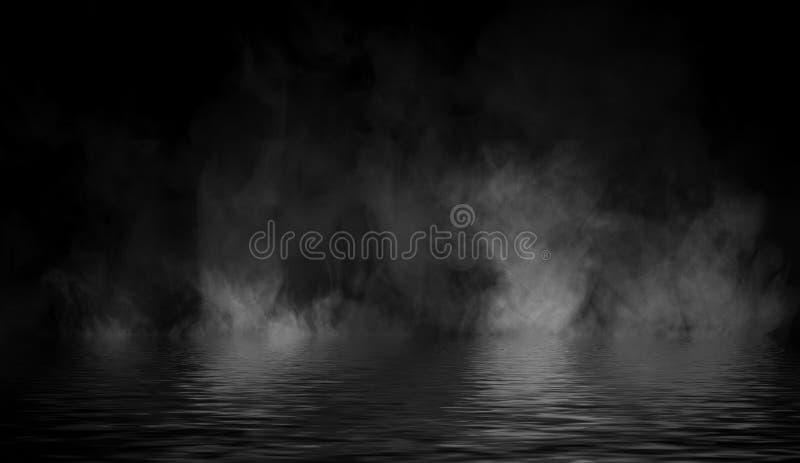Humo con la reflexi?n en agua La textura de la niebla del misterio sobrepone el fondo ilustración del vector