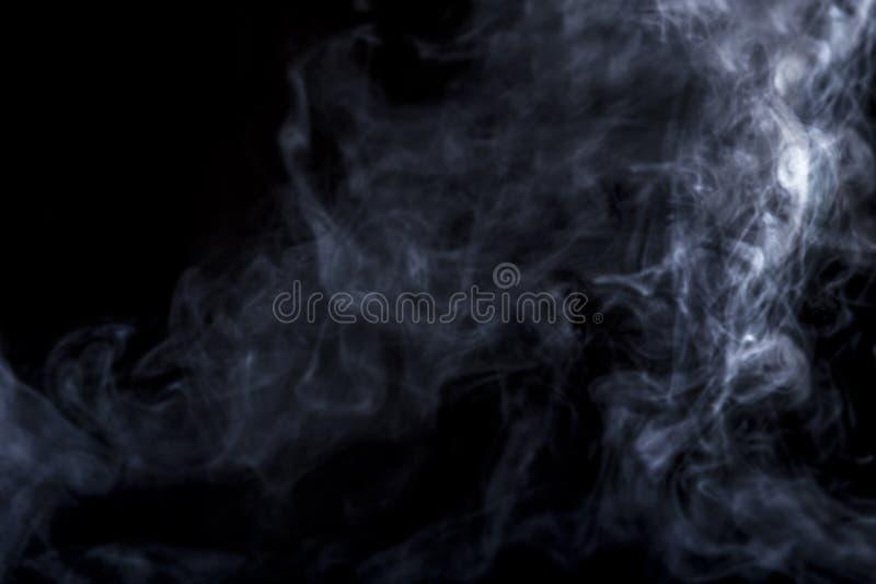 Humo de Vape en fondo negro foto de archivo