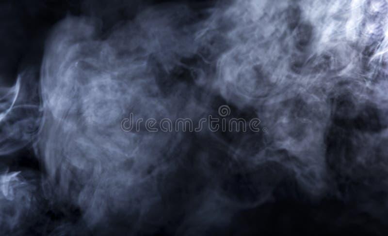 Humo de Vape en fondo negro fotos de archivo