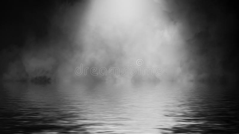 Humo del proyector con la reflexi?n en agua Fondo de la textura de la niebla del misterio Elemento del dise?o imagen de archivo libre de regalías