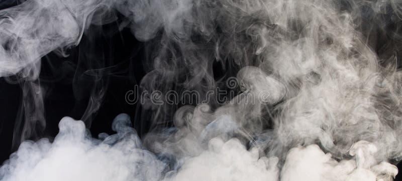 Humo gris con el fondo negro fotos de archivo libres de regalías