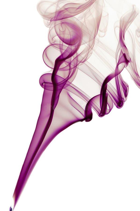 Humo púrpura en el fondo blanco imágenes de archivo libres de regalías