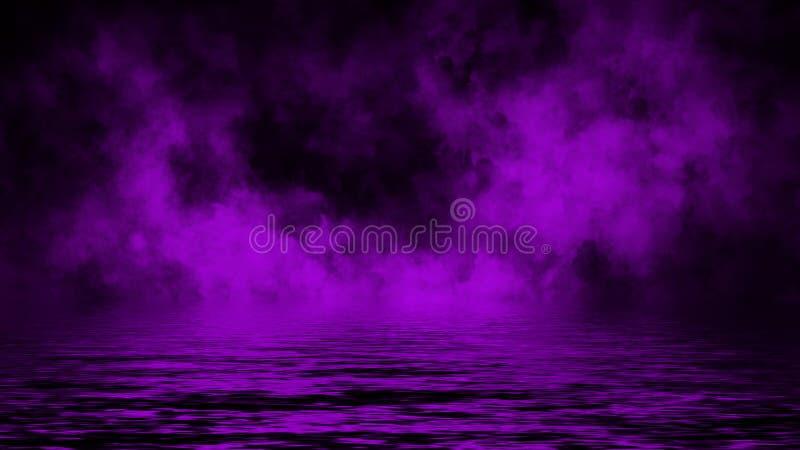 Humo p?rpura con la reflexi?n en agua Fondo de la textura de la niebla del misterio foto de archivo