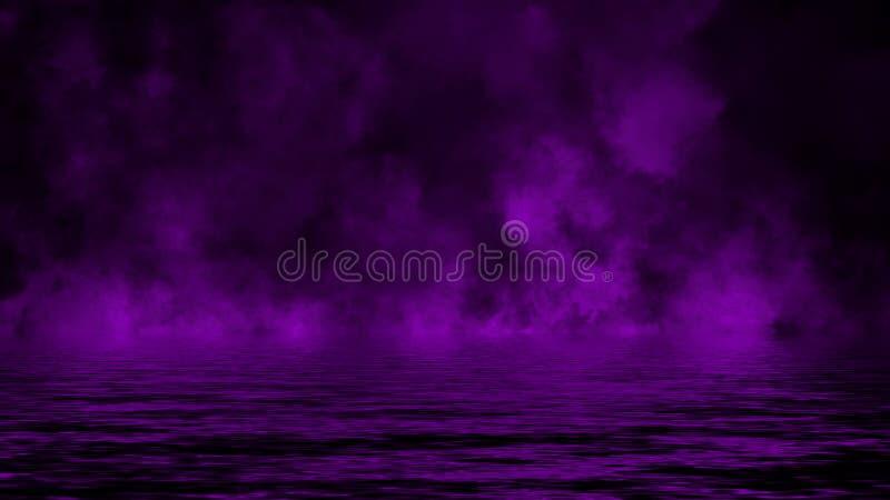 Humo p?rpura con la reflexi?n en agua Fondo de la textura de la niebla del misterio imágenes de archivo libres de regalías