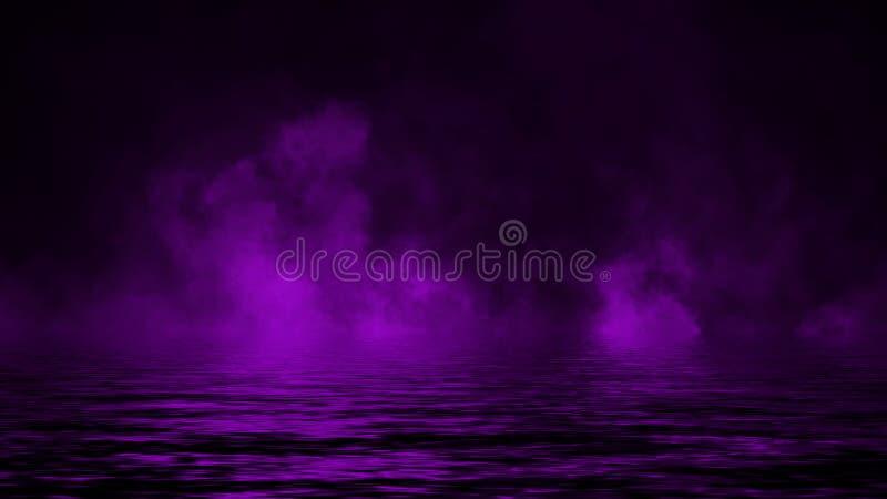Humo p?rpura con la reflexi?n en agua Fondo de la textura de la niebla del misterio fotos de archivo