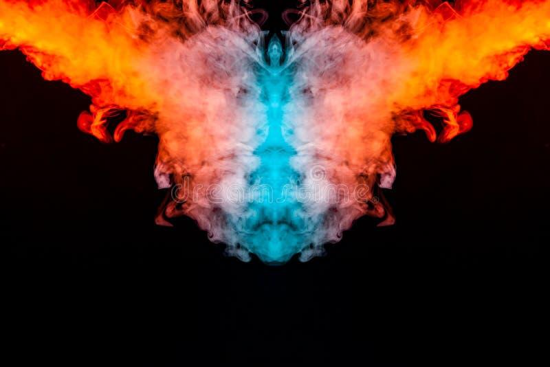 Humo que se encrespa multicolor que sube hacia arriba en un pilar, un vapor azul rojo que tuerce en formas abstractas y modelos e stock de ilustración